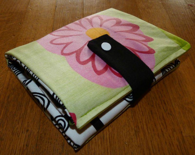 23. sac pliable en tissu et toile enduite grosse fleur - plié