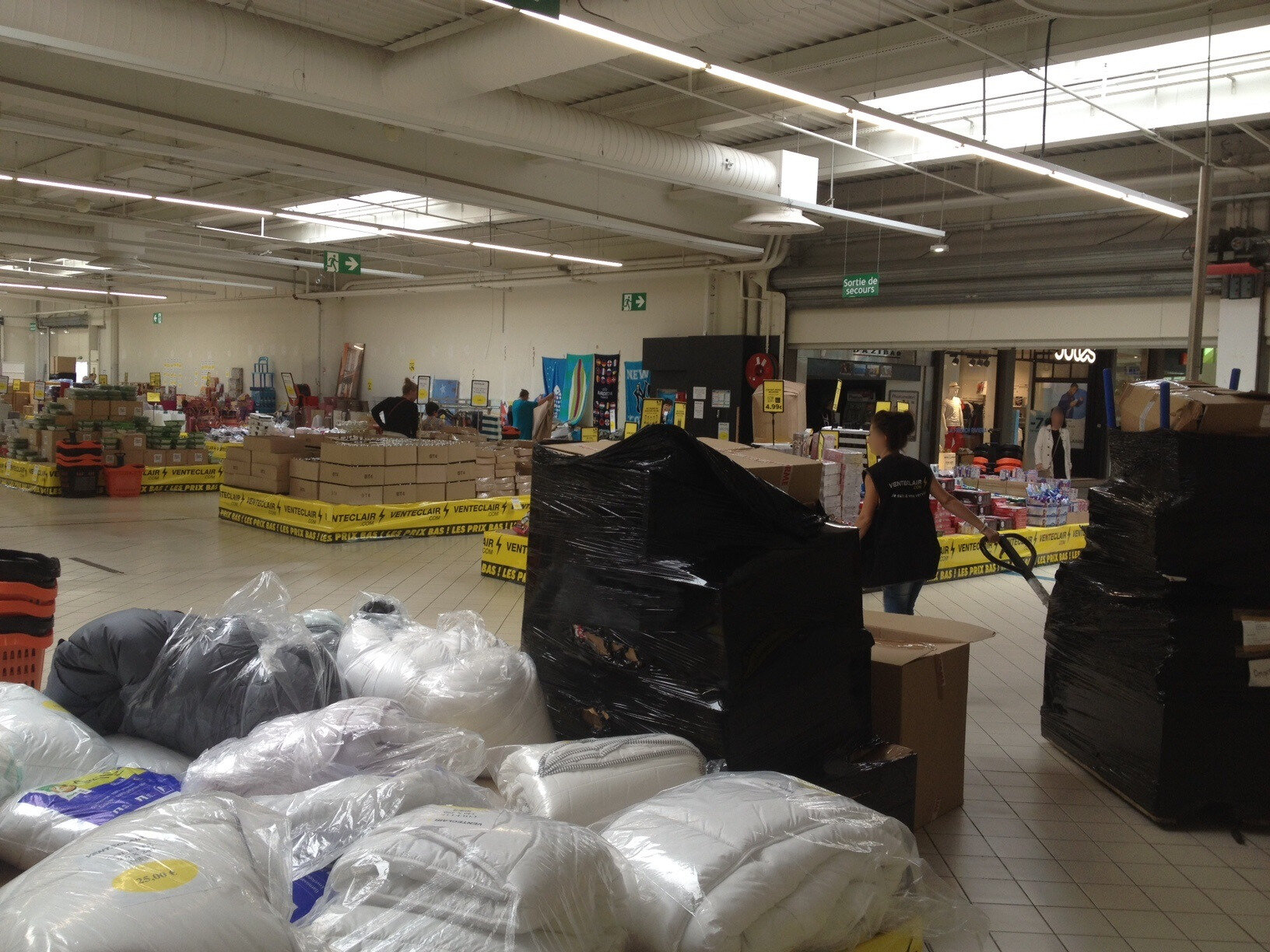 Magasin bricolage angers perfect of luentre du magasin a - Magasin bricolage poitiers ...