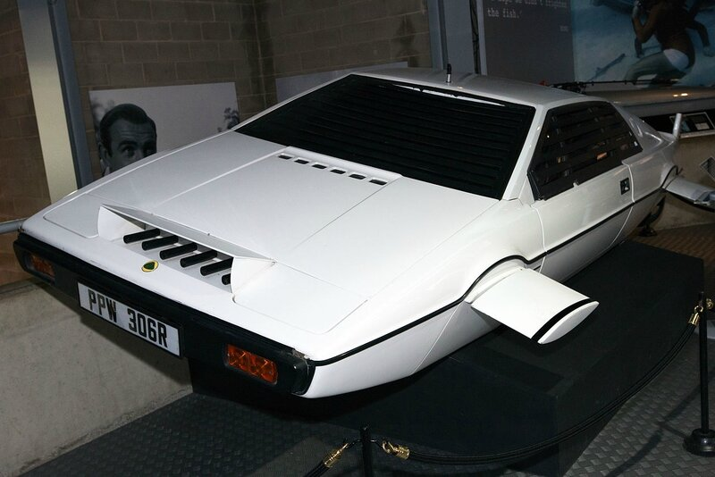 1280px-Lotus_Esprit_(The_Spy_Who_Loved_Me)_front-left_National_Motor_Museum,_Beaulieu