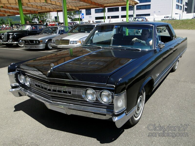 imperial-crown-hardtop-sedan-1967-01