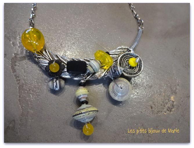 Collier léger comme une plume jaune