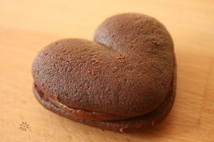 Gâteau saint valentin - Whoopies chocolat Caramel forme Coeur - LOVE 5