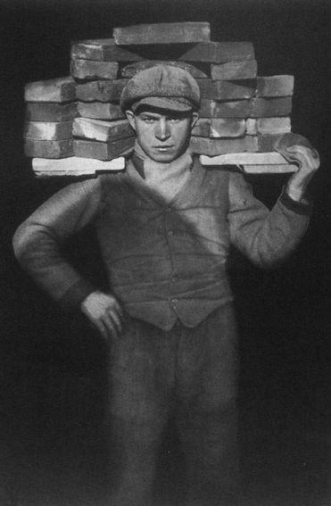 61. Auguste SANDER, Manœuvre, 1928.