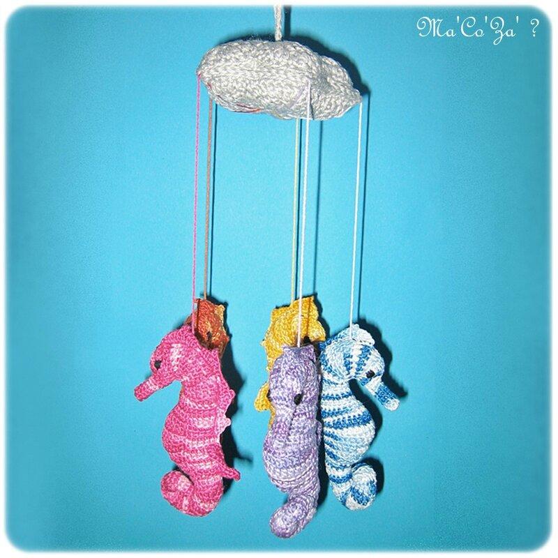 Mobile pour enfant hippocampe au crochet (9cm)