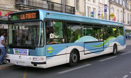 Irisbus_agora_S__Ch_tellerault__01