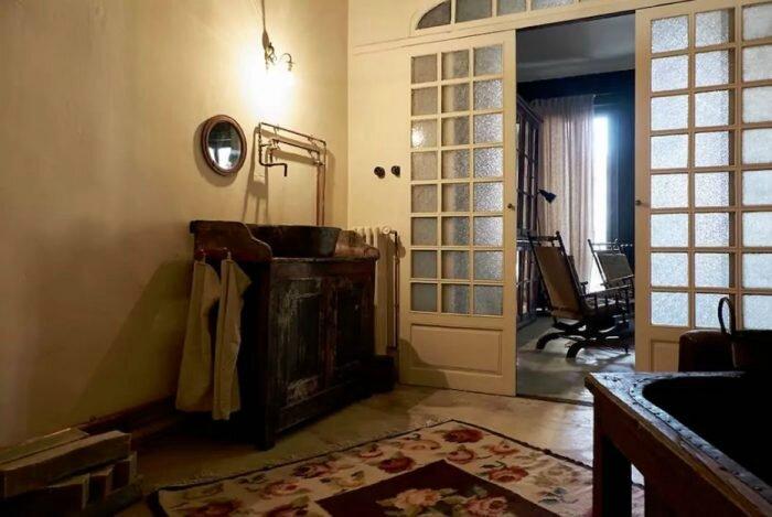 une-nuit-dans-la-maison-empereur-location-insolite-a-marseille-provence-6-700x469