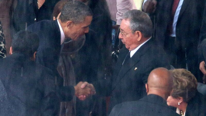 Obama shakes hand with Raul Castro