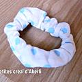 chouchou blanc à pois bleus