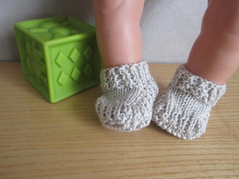 chaussons en tricot pour poupon avec tuto