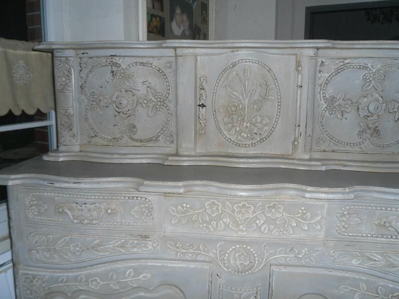 Buffet glissant proven al peint et patin ton gris et - Meuble patine gris blanc ...