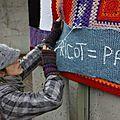 Les ville-laines, les tricoteuses terroristes, une jolie initiative.
