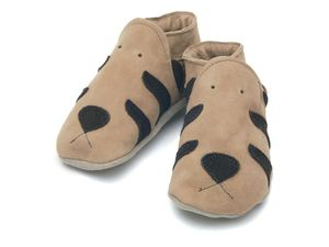 soft_leather_baby_shoes_tiger_in_chocolate_on_sand_suede_shoes-1093