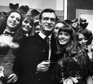 hugh_hefner_at_the_london_playboy_club_425