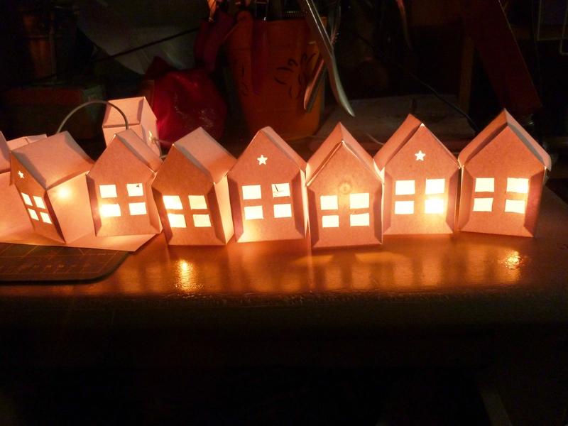 Tuto guirlande lumineuse de maisons en papier diy karseguy tr fique - Guirlande lumineuse en papier ...