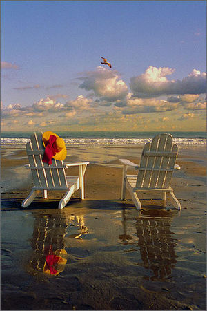 Adirondack_chairs_on_the_beach