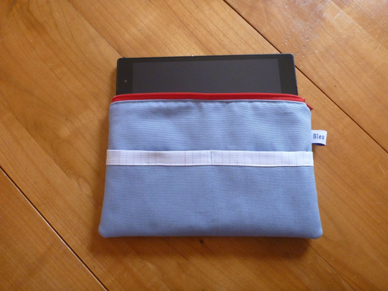 Pochette Tablette bleue + tablette