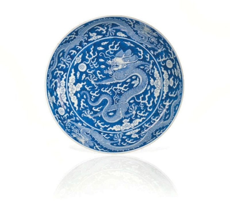 A blue and white 'Dragon' dish, China, Qing dynasty, Qianlong six-character seal mark in underglaze blue and of the period (1736-1795)