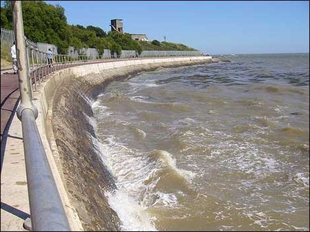 harwich_sea_wall_470_470x352