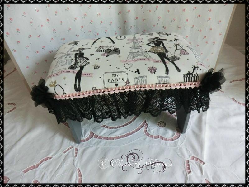 Petit tabouret robe noire