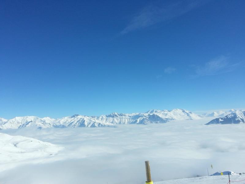 sur les pistes, au-dessus des nuages