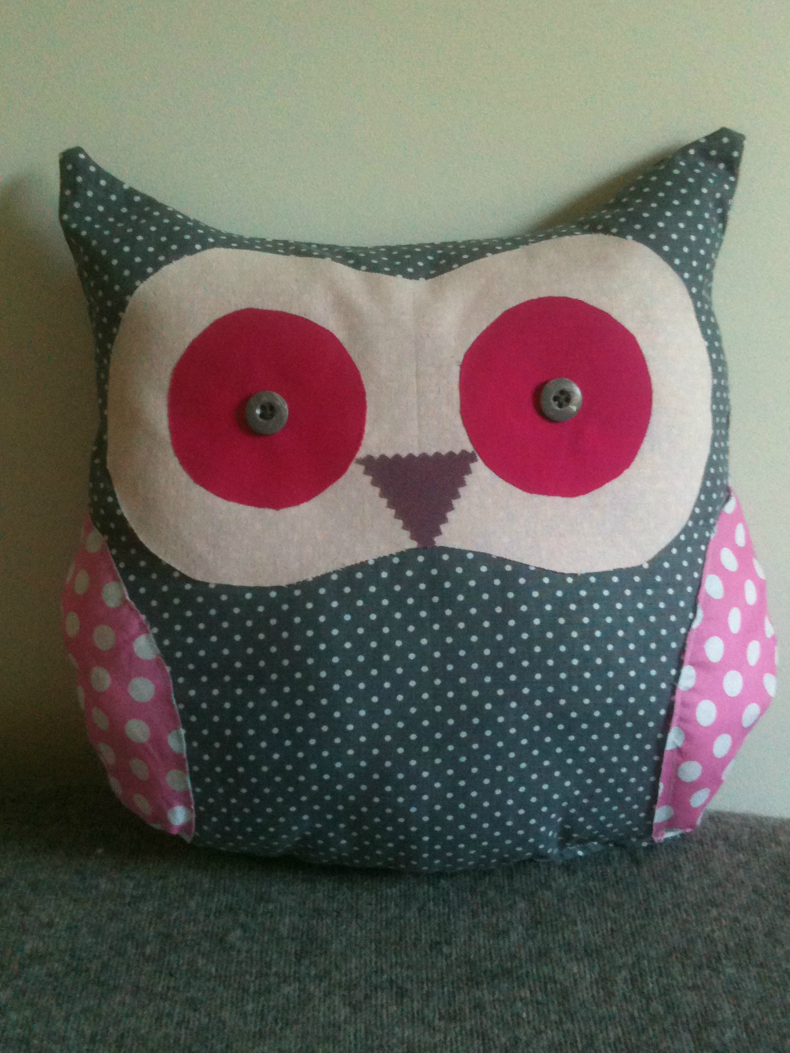 un coussin hibou tr s chouette le blog de mademoiselle petit pois. Black Bedroom Furniture Sets. Home Design Ideas