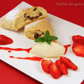 Strudel au fromage blanc, glace vanille et carpaccio de fraises