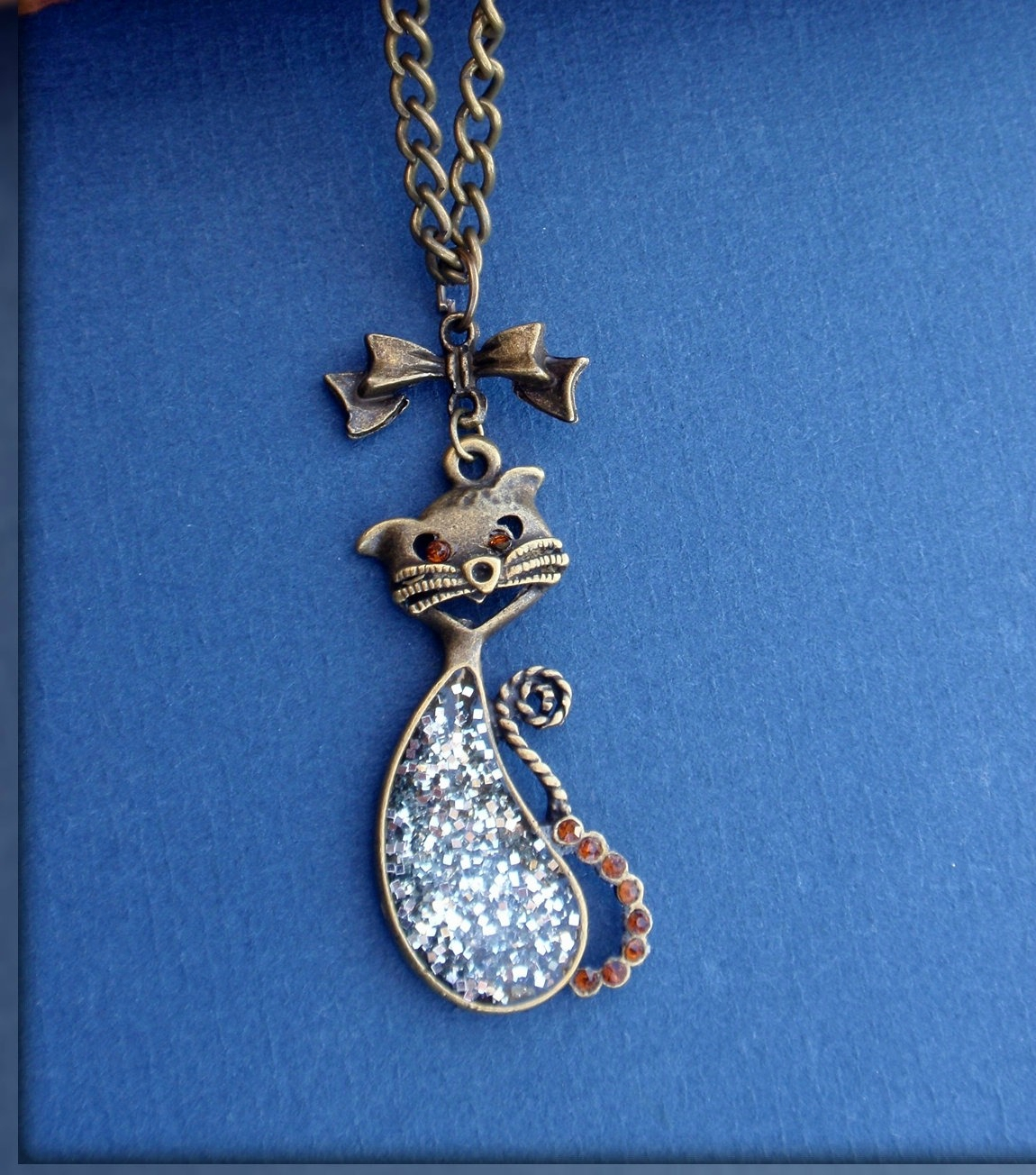 collier pendentif chat resine