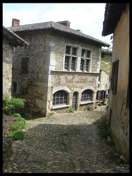 perouges 08