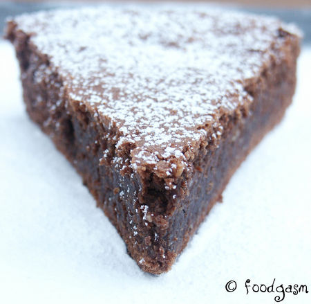 flourless_chocolate_cake_02