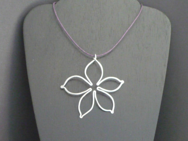 Collier multi fleurs 015