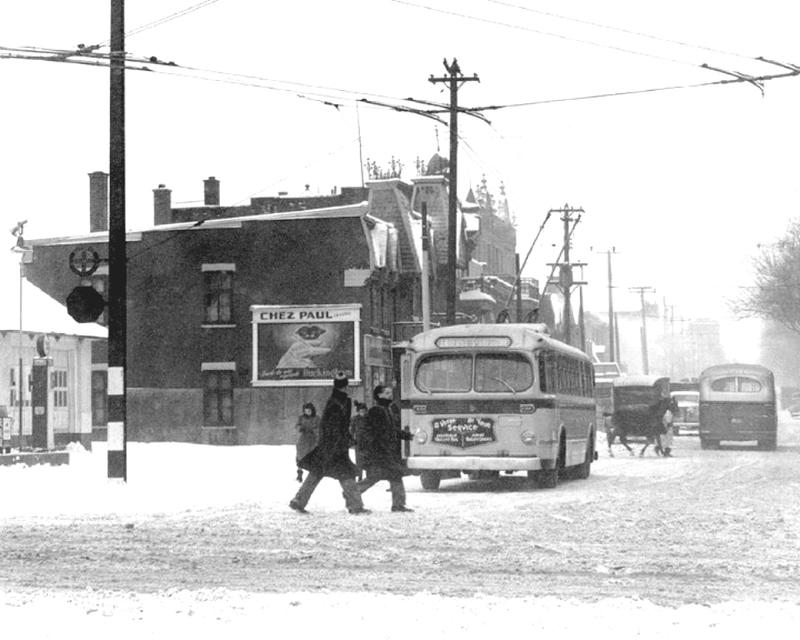 1949 Trolleybus, rue Rachel, coin Du-Parc-Lafontaine, Archives de la Société de Transport de Montréal, 3-949-006 - Copie