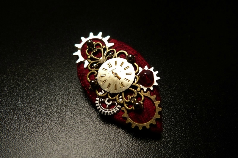 broche steam 2018 01 red clock (8)