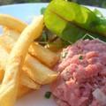 Un classique: américain, frites, salade