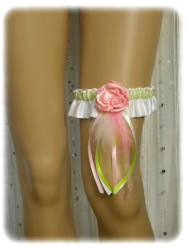 Jarretière de mariée satin blanc rose vert anis plumes
