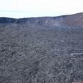le fond du cratère se recouvre de lave nouvelle