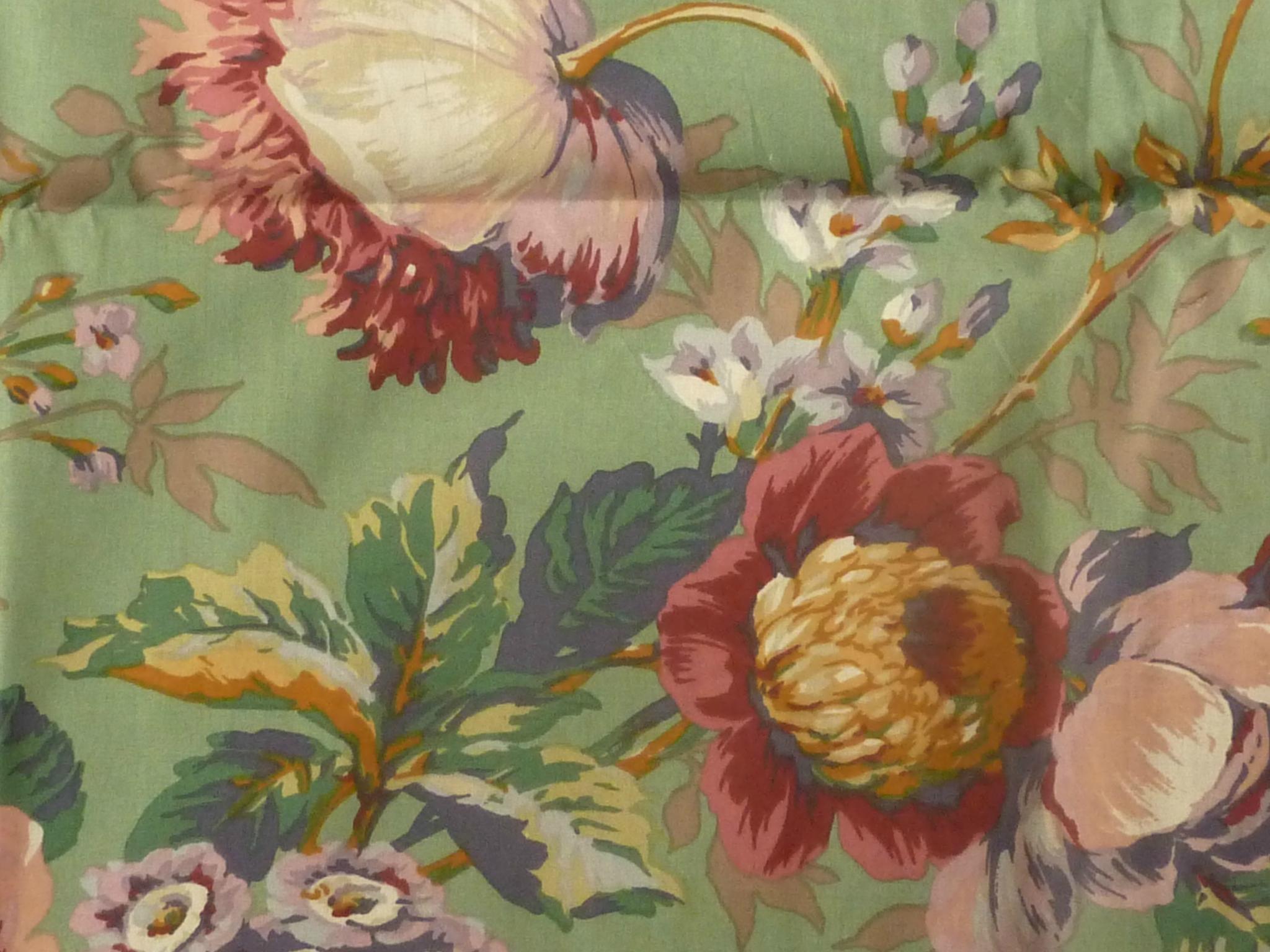 1418 magnifiques grands motifs fleuris pour ce tissu. Black Bedroom Furniture Sets. Home Design Ideas