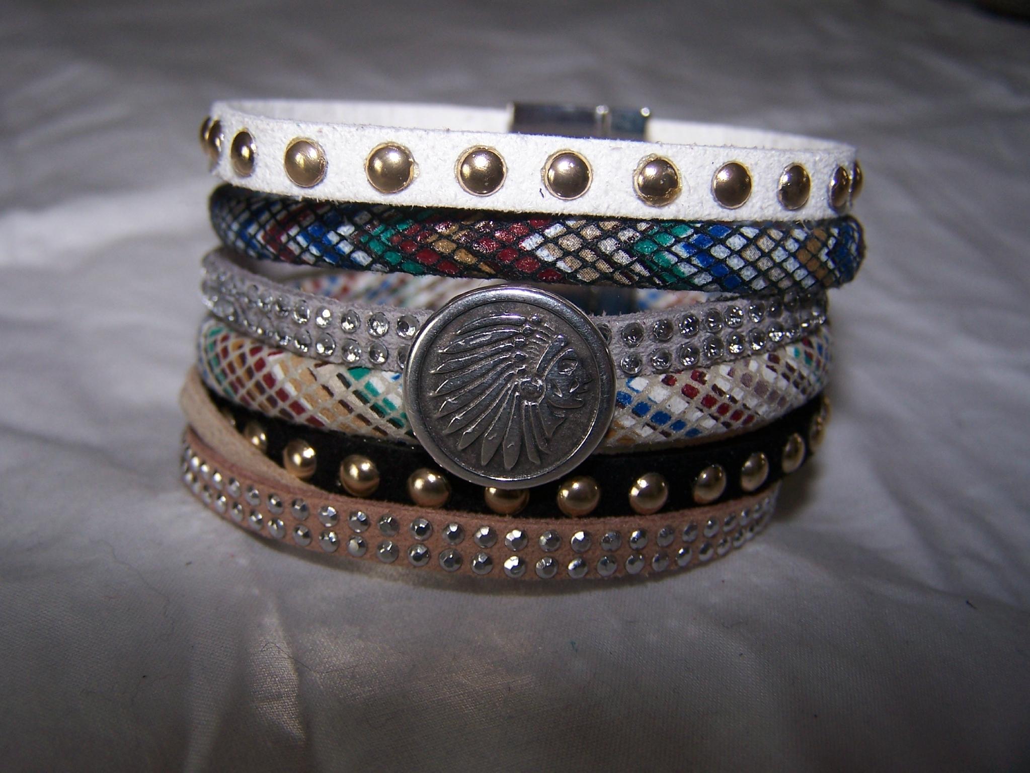 Bracelet manchette tendance ethnique 15 €