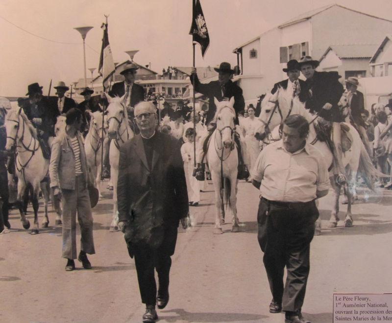 1960 Procession Père Fleury Aumonier National des Saintes-Maries-de-la-Mer
