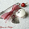 Accroche traine gourmande macaron et pomme d'amour