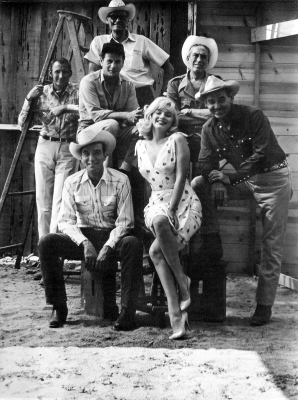 photo de groupe: Clift, Monroe, Gable, Huston, Miller, Wallach et le chef opérateur