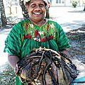 Le bougna plat traditionnel mélanésien (poulet banane tarot igname lait de coco)