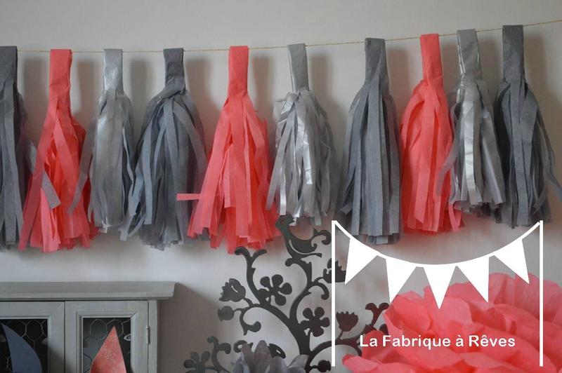 guirlande tassel garland gland pompon papier soie corail gris décoration mariage baptême baby shower aniversaire chambre enfant bébé fille
