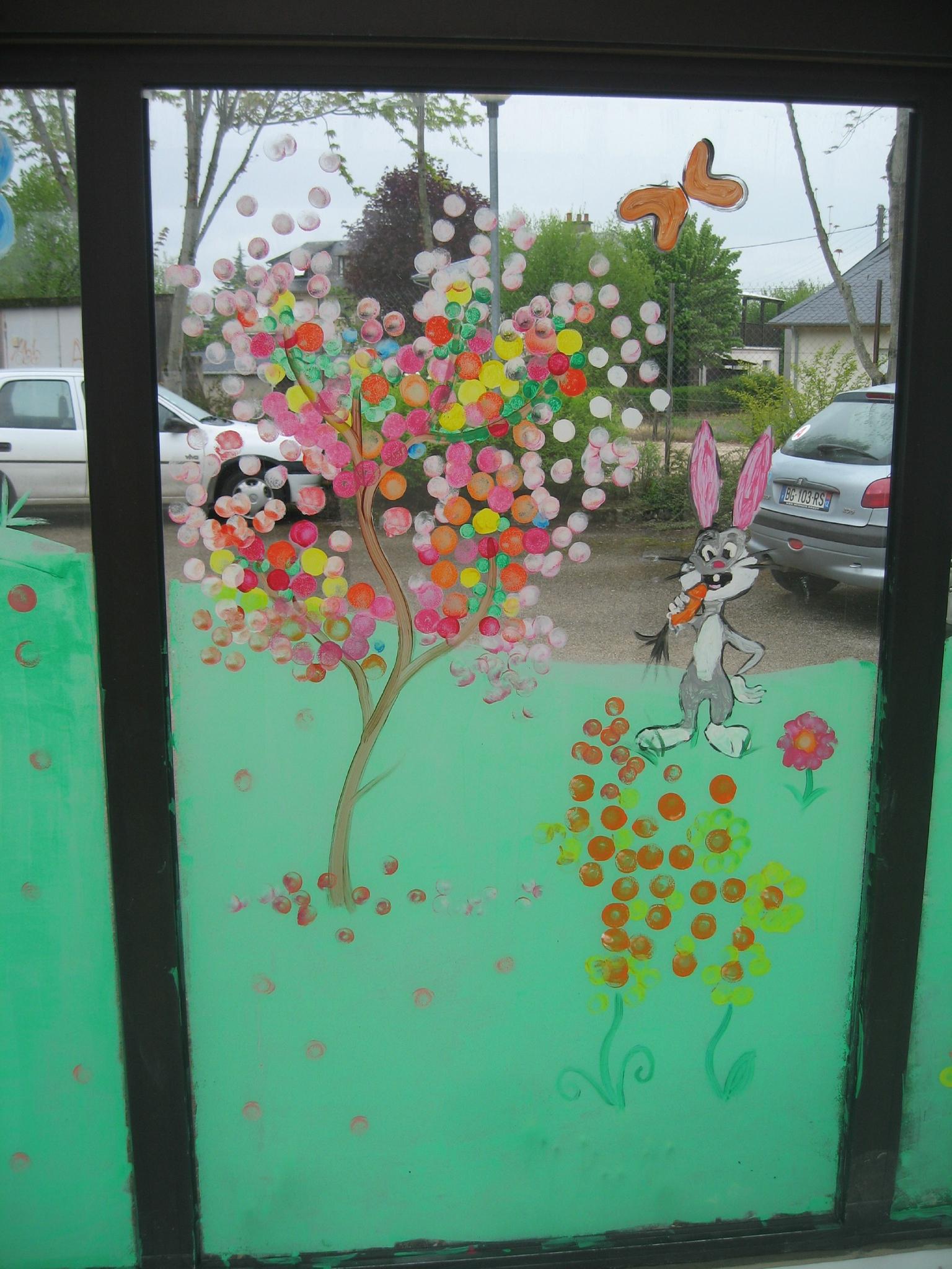 Vitrine printaniere au centre de loisirs de bozouls arts et peintures - Enlever peinture sur vitre ...