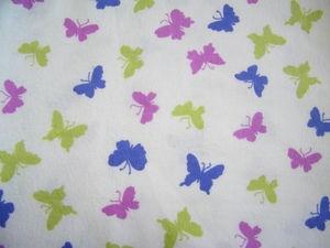 papillons mauves et verts
