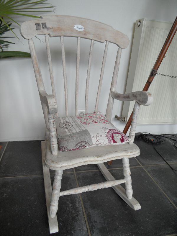 Deux nouvelles chaises la maison guignol et blanche for Chaise a bascule blanche