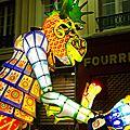 Parade lumineuse 2/3 les marionnettes géantes, crapauds et poissons...