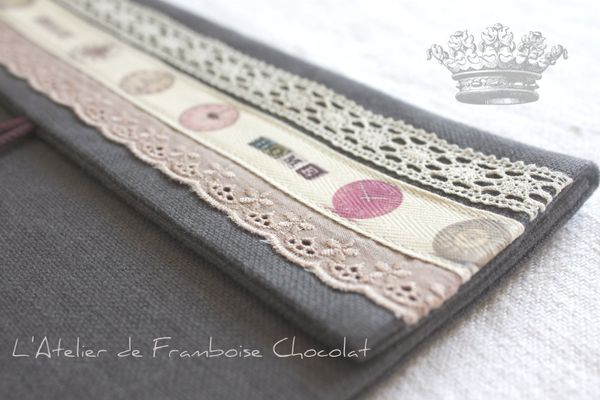 Pochette grise L'Atelier de Framboise Chocolat