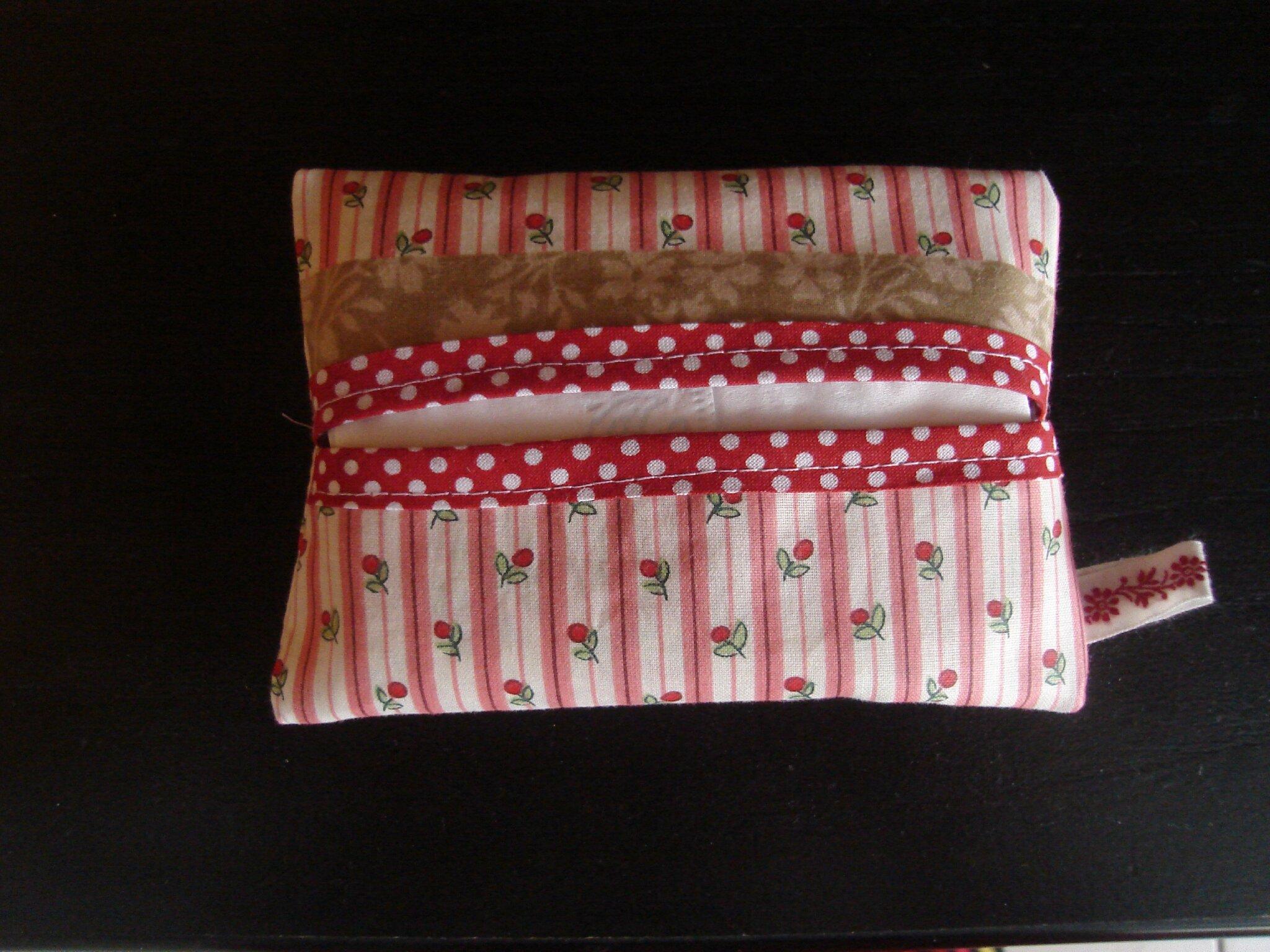 Pochette pour mouchoirs en papier c h e z m o u f f l e - Pochette en papier ...