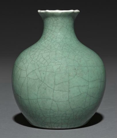 An apple green glazed vase, 18th century
