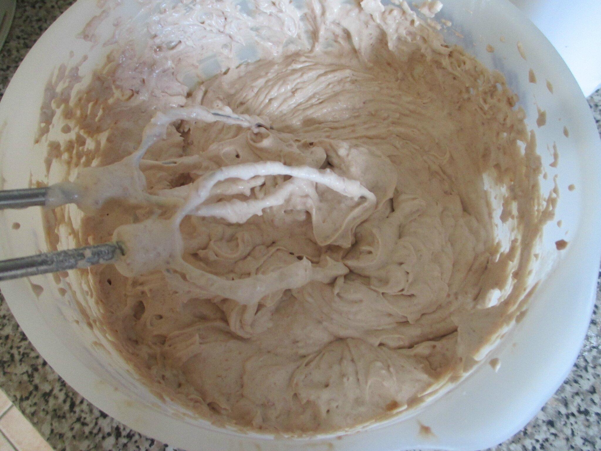 Gateau genoise et creme kinder bueno magourmande - Decoration gateau avec creme chantilly ...